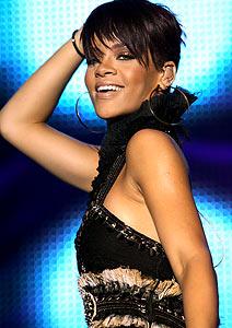 Rihanna confirma show único no Brasil