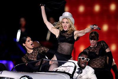 Madonna em seu conversível branco