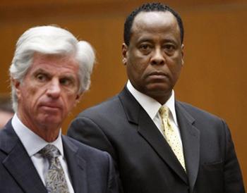 Conrad Murray (à direita)