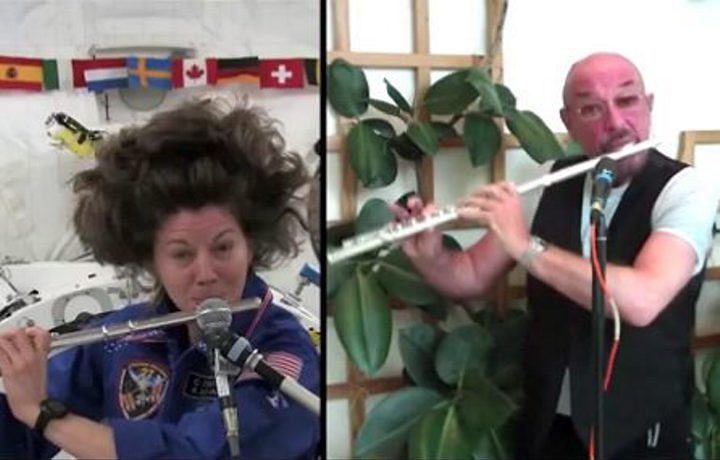 Ian Anderson faz dueto com astronauta em órbita