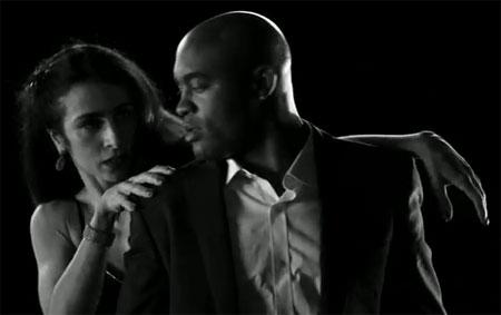 Lutador de vale-tudo participa do novo clipe da cantora.