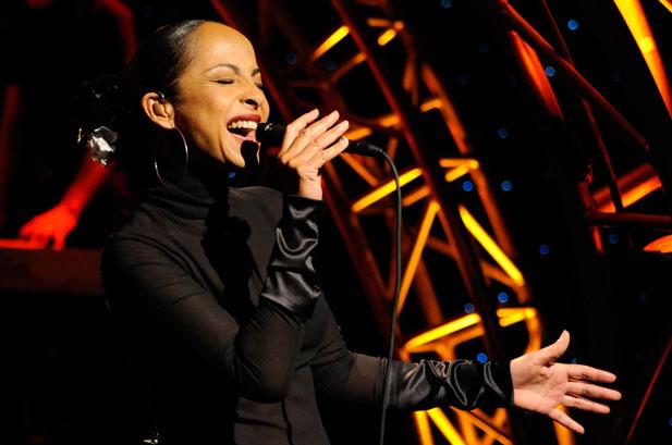 Diva do Soul, Sade se apresenta pela primeira vez no Brasil nesta quinta