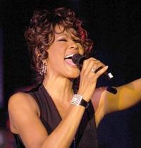 Rihanna pode interpretar Whitney Houston no cinema