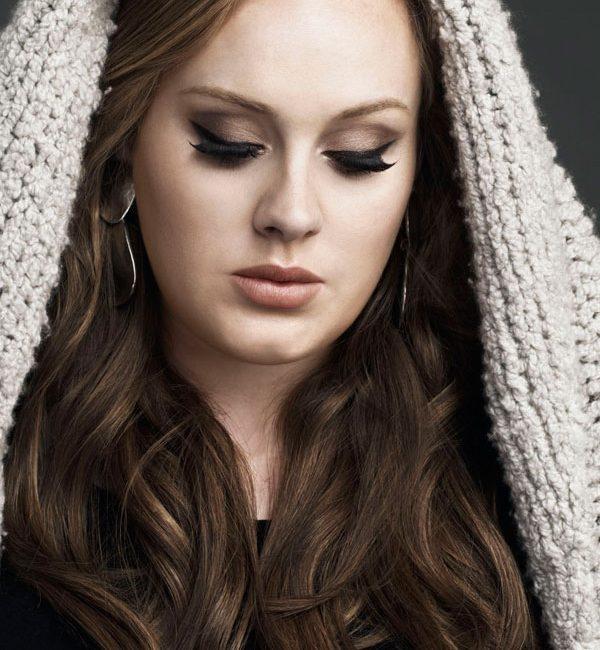 Adele rebate crítica do diretor da Chanel