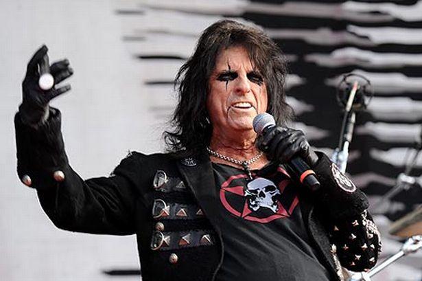 """""""Onde estão os novos Guns N' Roses?"""", questiona Alice Cooper"""