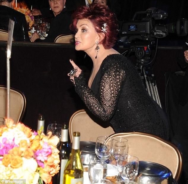 Uma das fotos de Sharon Osbourne discutindo em festa (Ottawa Sun)