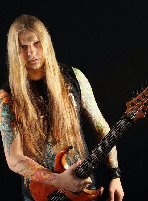 Metal nacional de luto: morre Paulo Schroeber, ex-guitarrista do Almah