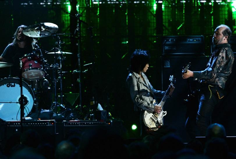 Joan Jett toca com músicos do Nirvana em cerimônia (Getty Images)