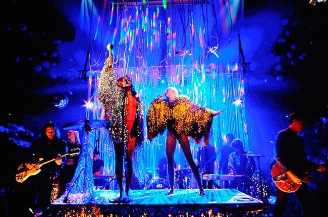Miley Cyrus e The Flaming Lips fazem cover dos Beatles; veja