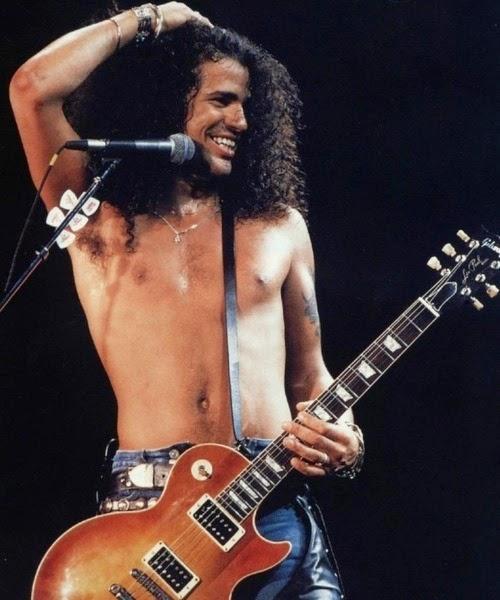 Slash revela ter feito primeiro show sóbrio só nos anos 2000