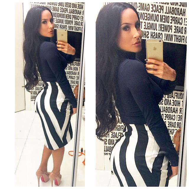 Cantora optou por traje que marcou o bumbum (Reprodução/Instagram)