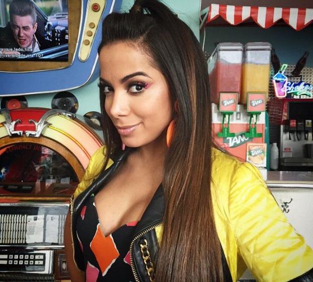 Anitta diz ter feito shows de graça em'favelas, becos e buracos' (Reprodução)