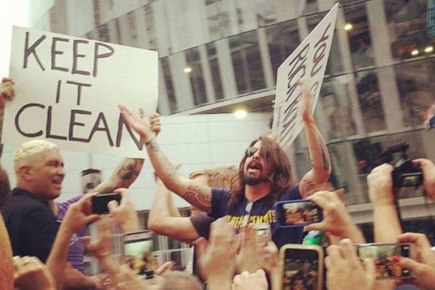 Foo Fighters, durante o protesto na semana passada (Reprodução)