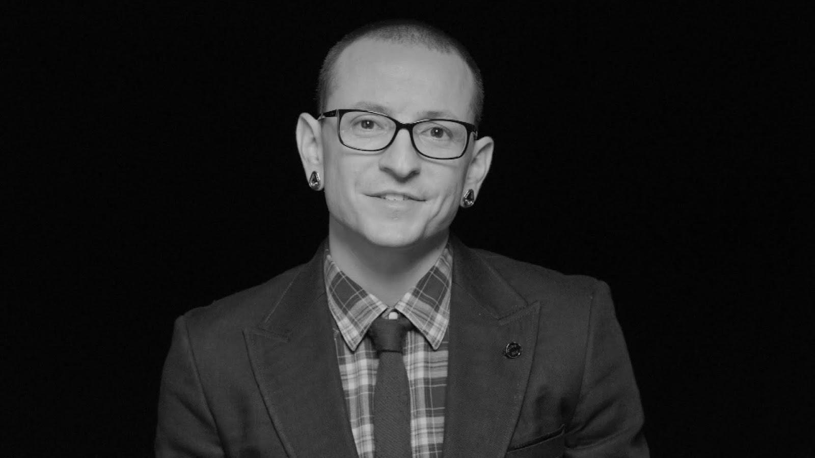 Linkin Park presta tributo a Chester Bennington em 1° ano de sua morte