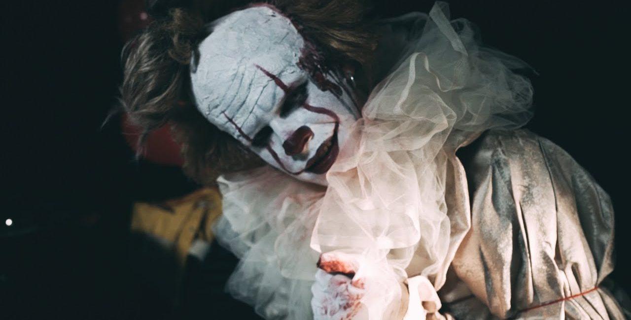 Vídeo: Homem toca Slipknot na bateria vestido de palhaço Pennywise