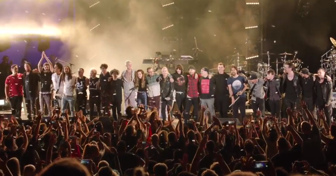 Assista ao show que o Linkin Park fez em tributo a Chester Bennington