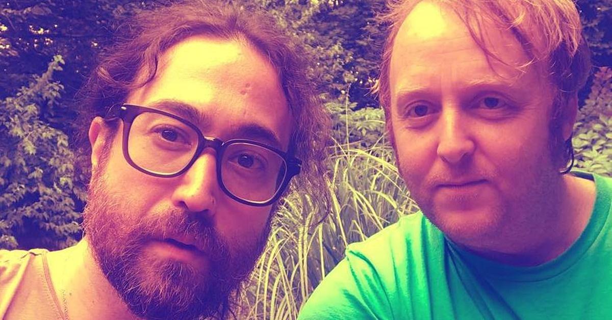 Filhos de John Lennon e Paul McCartney postam selfie juntos e web se impressiona