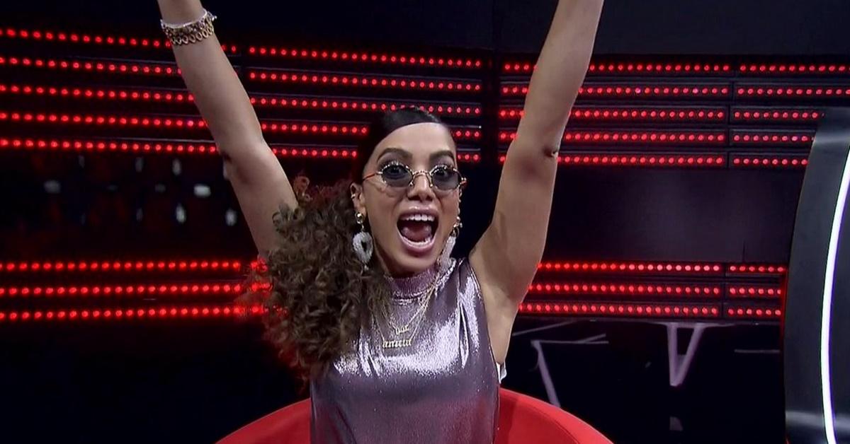 'Amei esse final', diz Anitta após levar super tombo durante show; veja vídeo