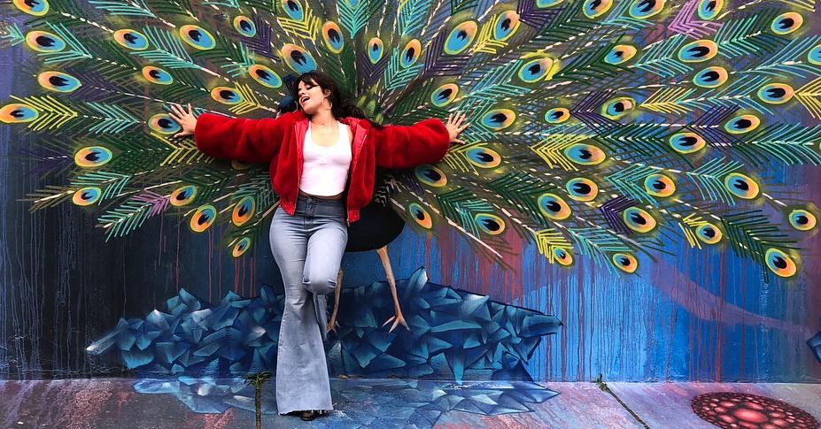 Camila Cabello visita Beco do Batman, em São Paulo: 'fotos raras de folga'