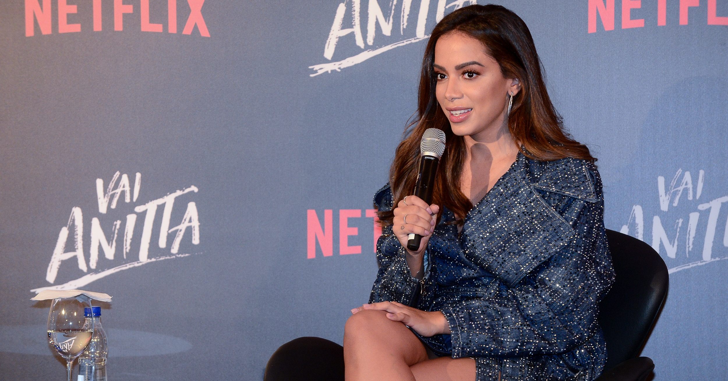 Anitta lança sua série da Netflix e revela que sofreu depressão durante as gravações