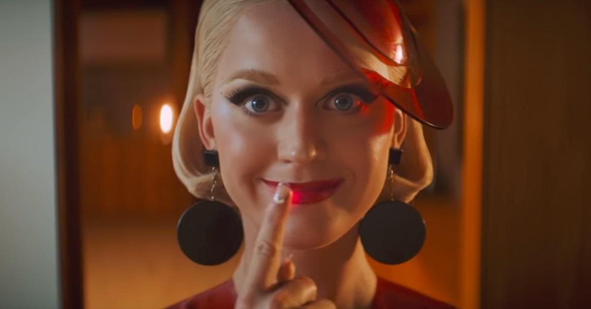 Katy Perry vive robô obcecada em clipe lançado de surpresa, em parceria com Zedd