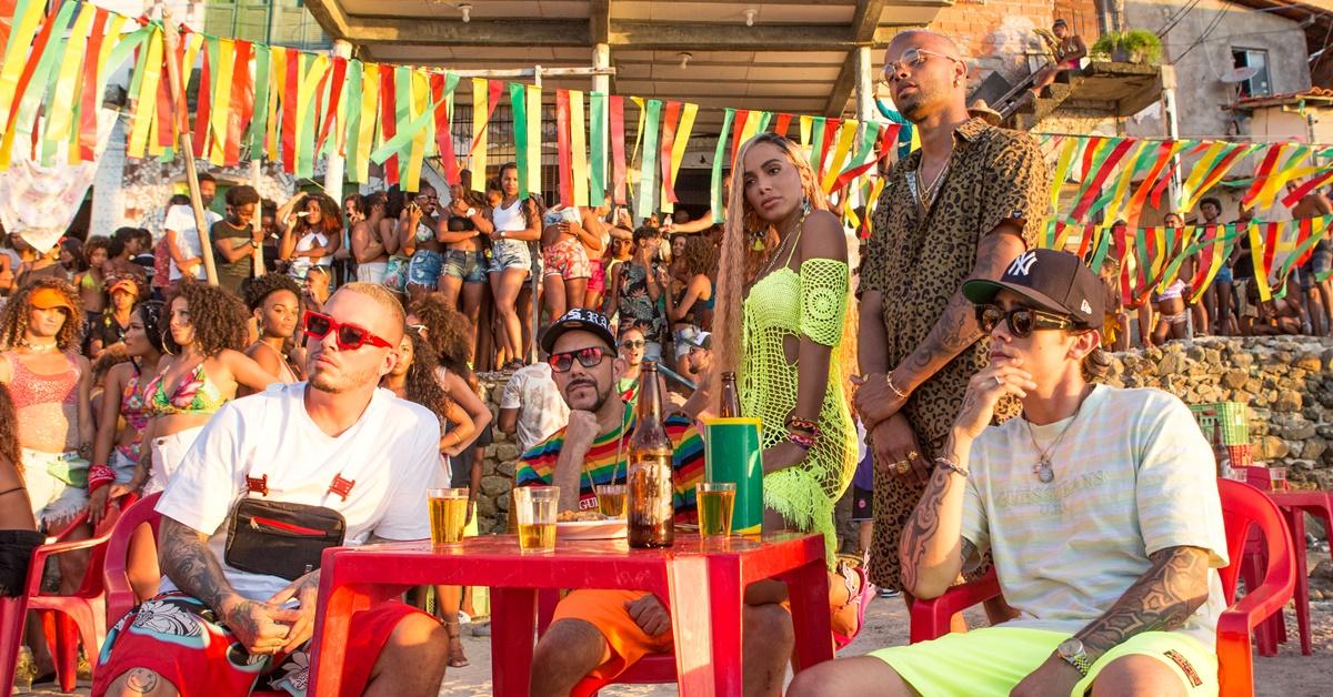 Misturando 3 idiomas, Anitta lança nova música com Tropkillaz, MC Zaac e J Balvin