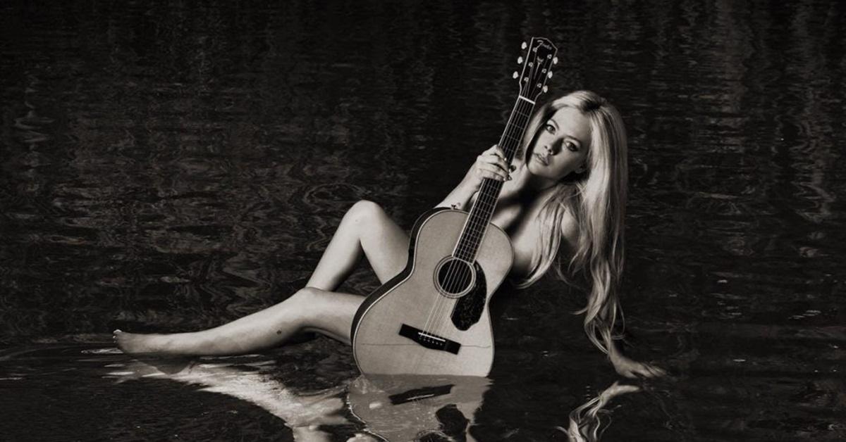 Após 5 anos afastada, Avril Lavigne lança novo álbum: 'Head Above Water'