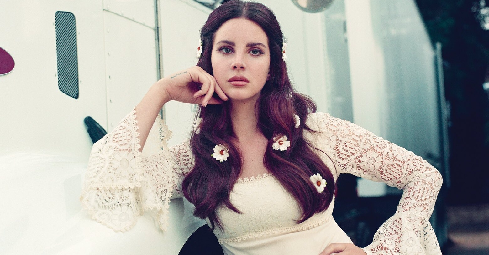 Lana Del Rey grava a música 'Doin' Time', do Sublime, para documentário