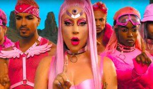 Lady Gaga volta ao pop em clipe de 'Stupid Love', gravado com iPhone; assista