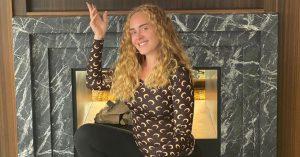 Mais magra, Adele surge com novo visual em foto onde exalta Beyoncé