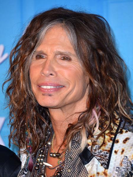 Steven Tyler toca 'Dream On', do Aerosmith, com garrafas; assista