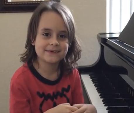 Menino de sete anos foi convidado para ir a show da popstar (Reprodução/YouTube)