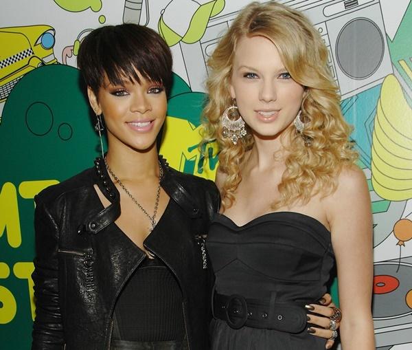 Rihanna supostamente acha Taylor Swift  arrogante  e  mascarada   (Divulgação) 3177cc8ba9