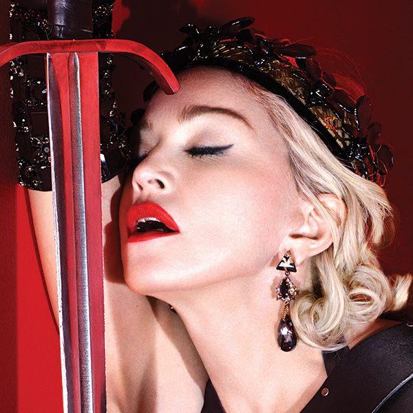 'Nunca bebo antes de me apresentar', garantiu Madonna (Reprodução/Facebook)