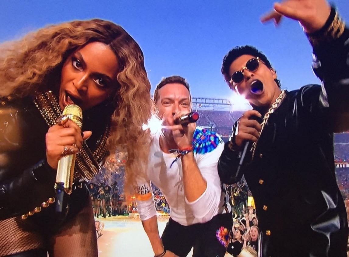Beyoncé e Bruno Mars também cantaram em evento deste ano (Reprodução/YouTube)