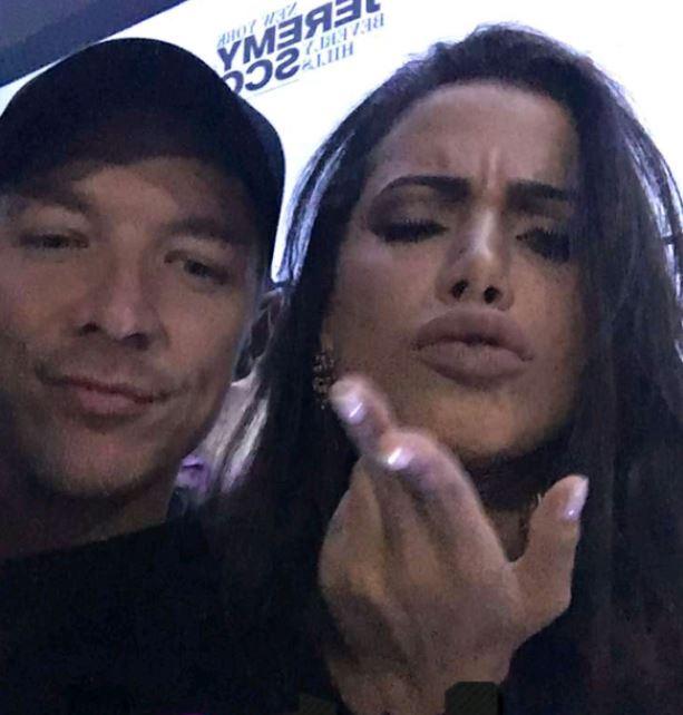 DJ curtiu balada ao lado da cantora em São Paulo (Reprodução/Snapchat)