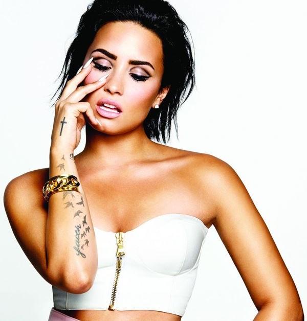 Demi Lovato dá a entender que não se dá bem com Taylor Swift (Divulgação)