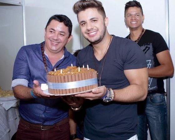 João Reis ao lado do filho, Cristiano Araújo (Reprodução/Instagram)