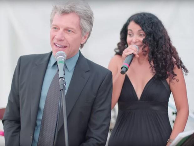 Jon Bon Jovi estava em festa como mero convidado (Reprodução/YouTube)