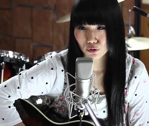 Tsubasa faz versões de clássicos do rock nacional e da MPB (Reprodução/YouTube)
