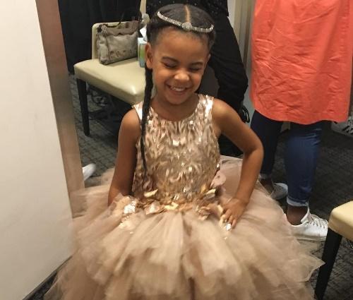 Blue Ivy, de 4 anos, utilizou um traje elegante para o evento (Repr./Instagram)