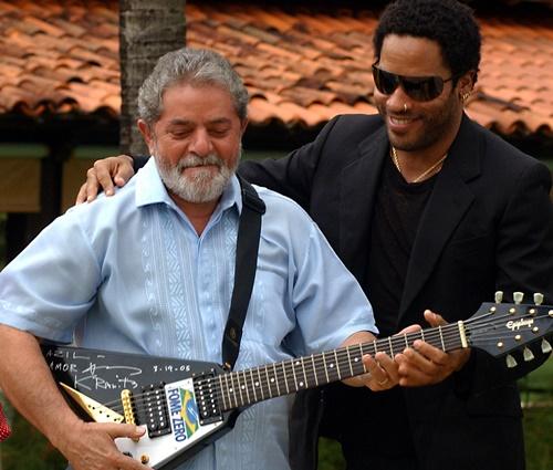 Uma das guitarras foi doada por Lenny Kravitz, em 2005 (José Cruz/ABr)