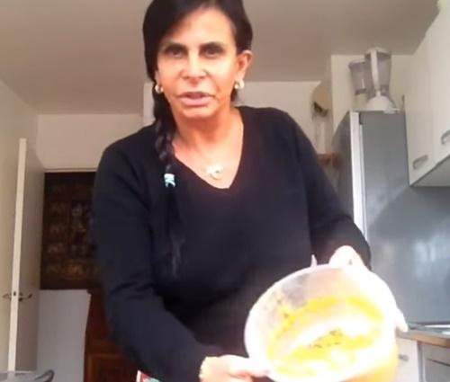 Filmagens mostram a rotina pacata da rainha do bumbum (Reprodução/YouTube)