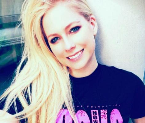 Hacker que vazou 'nudes' de Avril Lavigne e Rihanna é condenado nos EUA