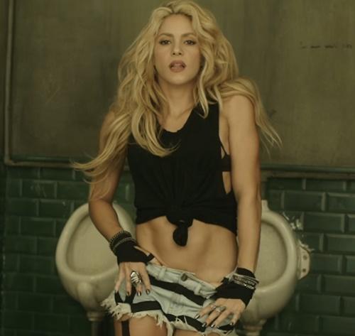 Short de Shakira em'Chantaje' é semelhante ao de Claudia Leitte (Reprodução)