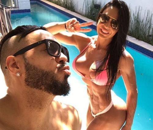Belo e Gracyanne Barbosa estão juntos há quase dez anos (Reprodução/Instagram)