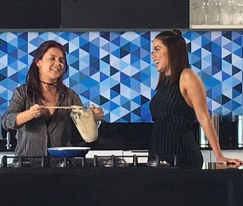 Fernanda Souza e Anitta na gravação de'Vai, Fernandinha' (Multishow/DIvulgação)