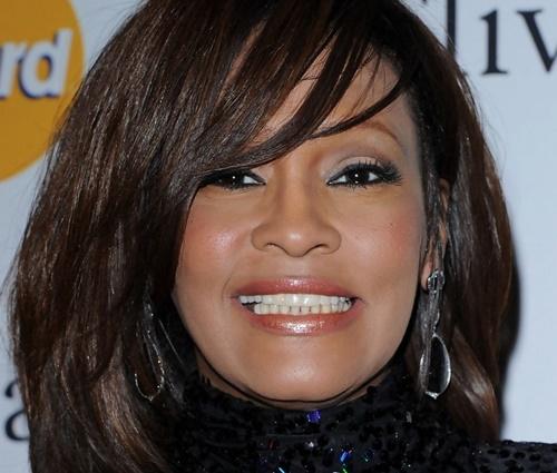 Em 2012, Whitney Houston foi encontrada morta em banheira (Reprodução)