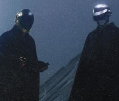 'I Feel It Coming' é mais uma parceria entre The Weeknd e Daft Punk (Reprodução)