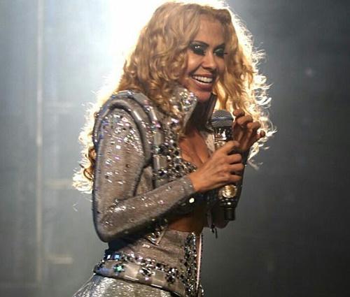 Queda de Joelma aconteceu durante show em São Benedito, CE (Reprodução/Facebook)